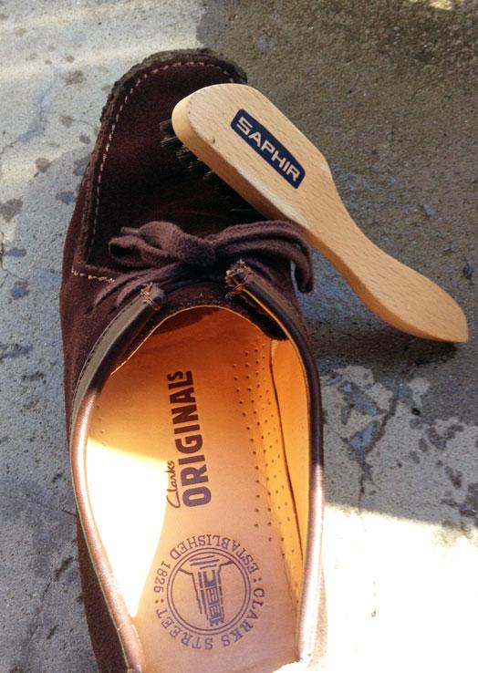 スエード靴の汚れ取り