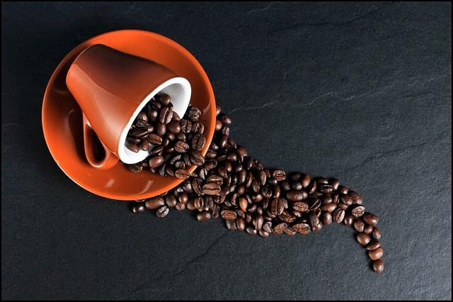 倒れたコーヒー