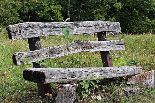 古いベンチ