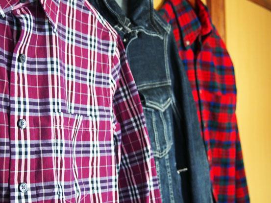 並んだ衣類