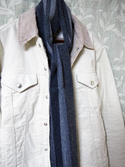 ベージュジャケットとモノト