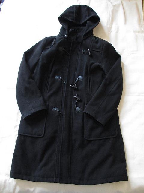 黒色のダッフルコート
