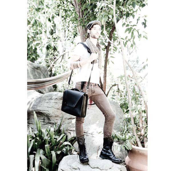 deanの鞄を持った外国人モデル