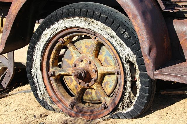 パンクしたタイヤ