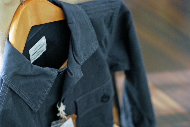 椅子にかかったジャケット
