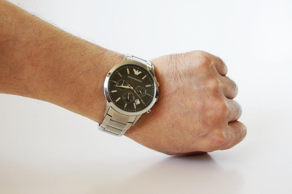 アルマーニの時計