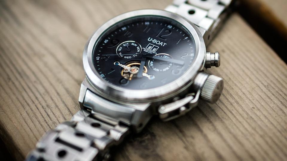 ビジネス用の腕時計